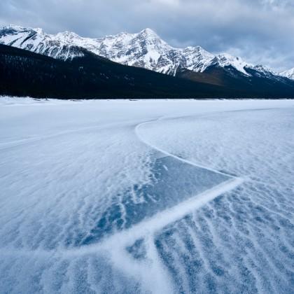 Spray-Lakes-Ice-Crack-1